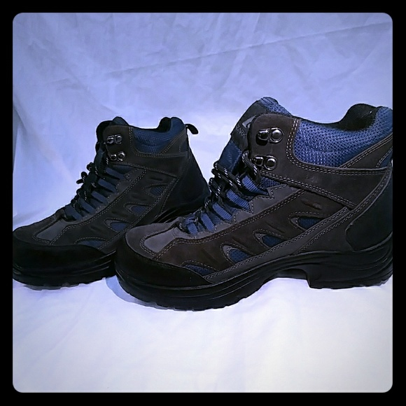 8b836c07259 Ozark Trail men's size 9 hiking waterproof WIDE NWT